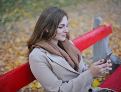 How Your Cell Phone is Ruining Your Love Life/Ueephone